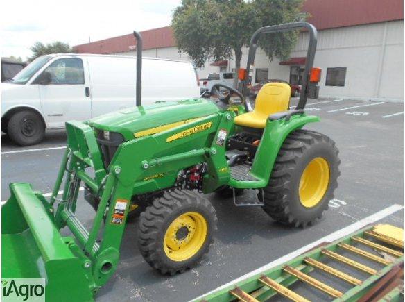 John Deere traktory 3038E