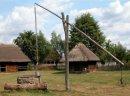Ukraina. Oddamy stare drewniane budynki do rozbioru, wies do zagospodarowania. Za darmo bale suche, radziecka cegle rozbiorkowa, mebli, domy do przeniesienia i dalszego wykorzystania. Rancza PGR-owskie, stawy, sady, nieuzytki lezace wsrod zielonych wzgor